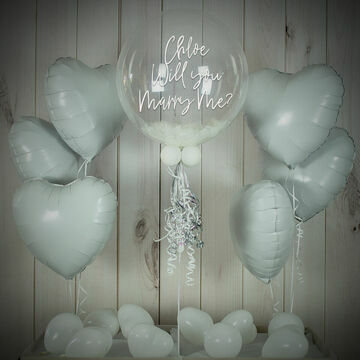 White Feathers Balloon Package
